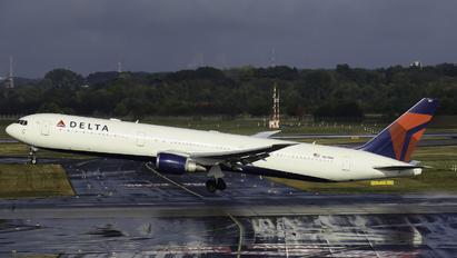 N831MH - Delta Air Lines Boeing 767-400ER