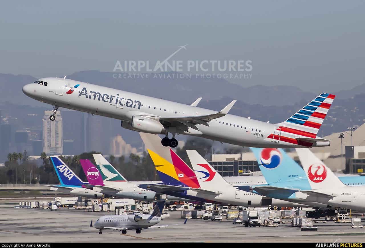 American Airlines N988AL aircraft at Los Angeles Intl