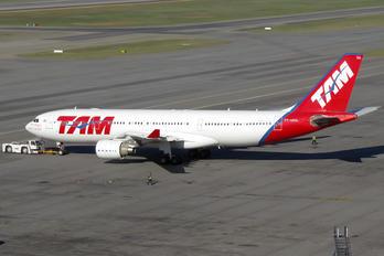 PT-MVQ - TAM Airbus A330-200