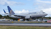 N33714 - United Airlines Boeing 737-700 aircraft