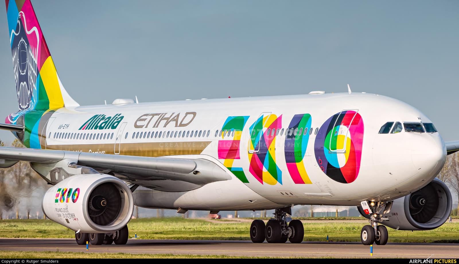 Etihad Airways A6-EYH aircraft at Amsterdam - Schiphol