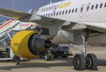 EC-IZD - Vueling Airlines Airbus A320