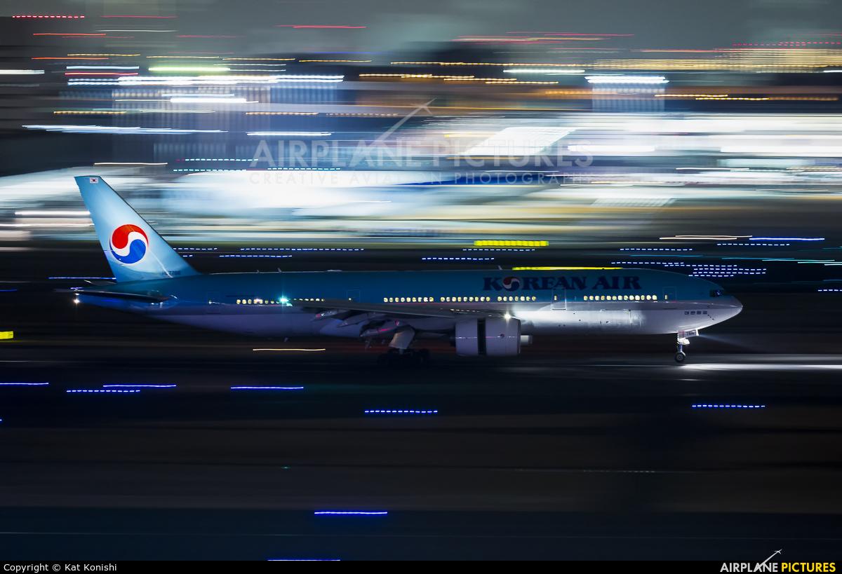Korean Air HL7766 aircraft at Tokyo - Haneda Intl