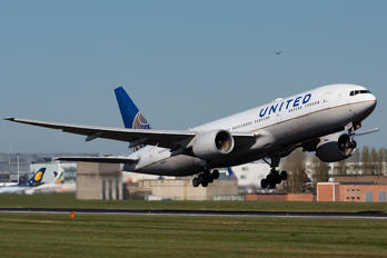 N228UA - United Airlines Boeing 777-200ER