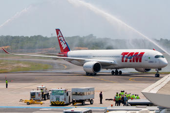 PR-XTA - TAM Airbus A350-900