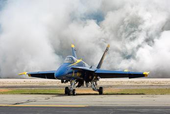 163491 - USA - Navy : Blue Angels McDonnell Douglas F-18C Hornet
