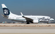 Alaska Airlines 737-700 to be converted into cargo title=