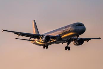 B-HTD - Dragonair Airbus A321