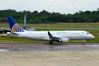 N82333 - United Express Embraer ERJ-175 (170-200)