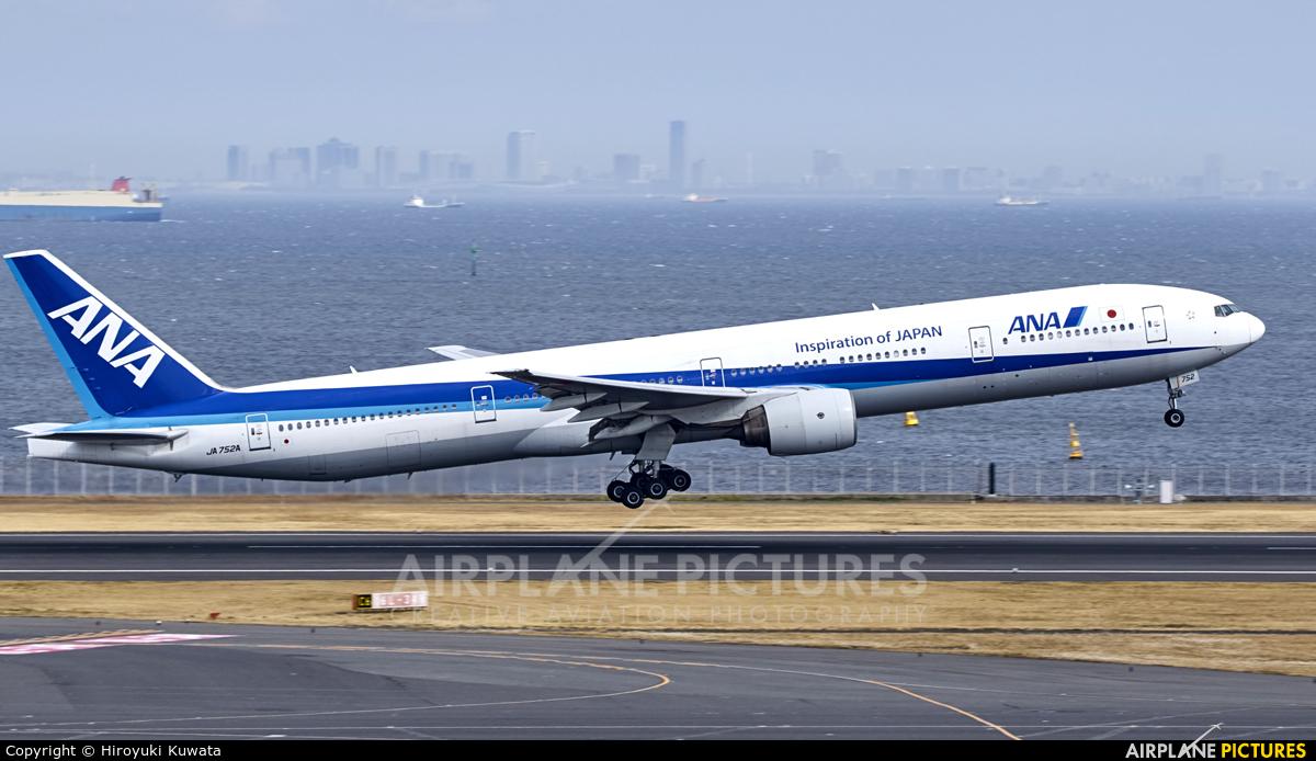 ANA - All Nippon Airways JA752A aircraft at Tokyo - Haneda Intl