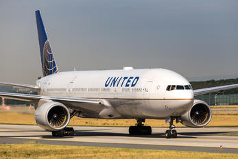 N795UA - United Airlines Boeing 777-200ER