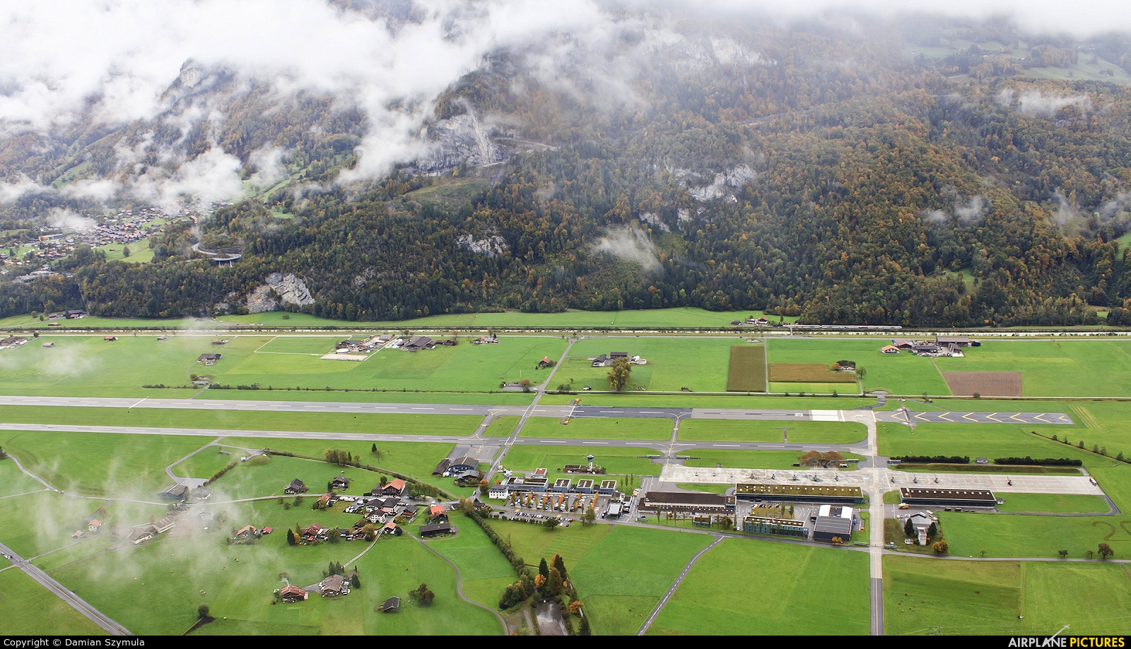 - Airport Overview - aircraft at Meiringen