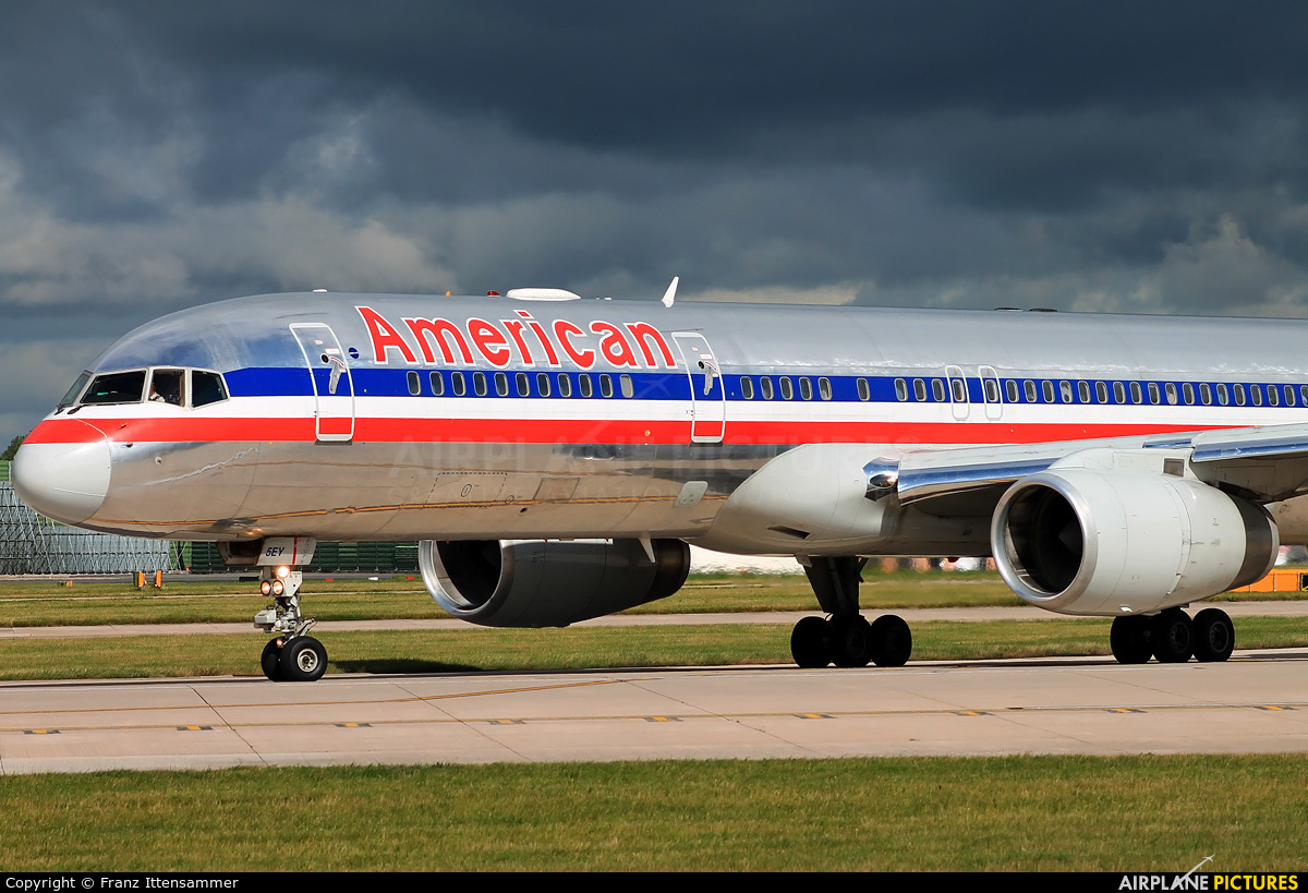 American Airlines N190AA aircraft at Manchester