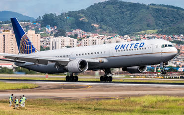 N68061 - United Airlines Boeing 767-400ER