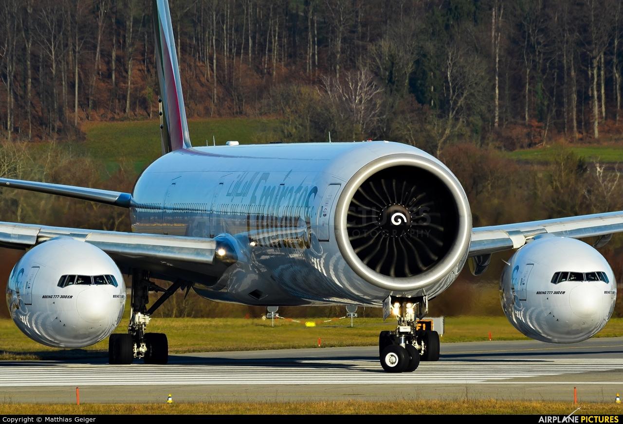 A6 Ecd Emirates Airlines Boeing 777 300er At Zurich Photo Id