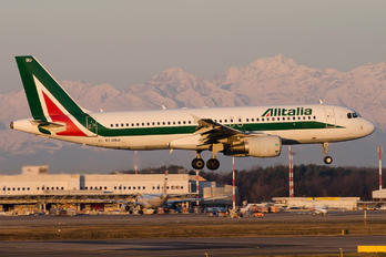 EI-DSU - Alitalia Airbus A320