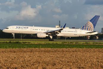 N13110 - United Airlines Boeing 757-200