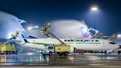 C-FCSX - WestJet Airlines Boeing 737-800