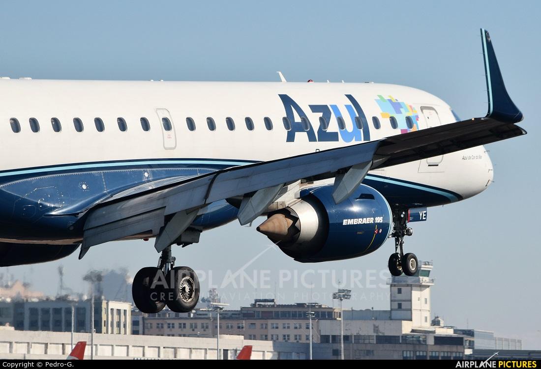 Azul Linhas Aéreas PR-AYE aircraft at Rio de Janeiro - Santos Dumont