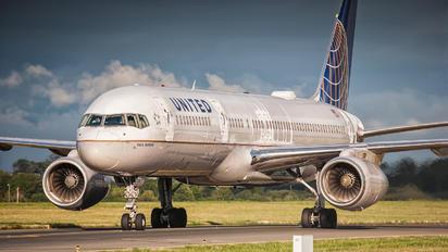 N14106 - United Airlines Boeing 757-200