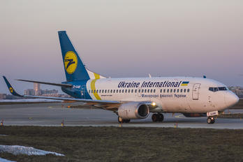 UR-GAW - Ukraine International Airlines Boeing 737-500