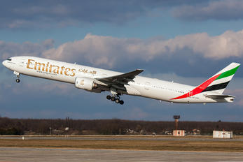 A6-EMS - Emirates Airlines Boeing 777-300