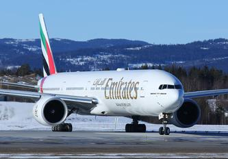 A6-ENK - Emirates Airlines Boeing 777-300ER