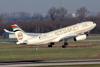 A6-EYK - Etihad Airways Airbus A330-200