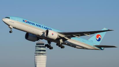 HL8226 - Korean Air Cargo Boeing 777F
