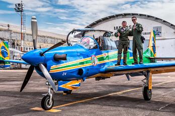 "5724 - Brazil - Air Force ""Esquadrilha da Fumaça"" - Airport Overview - People, Pilot"