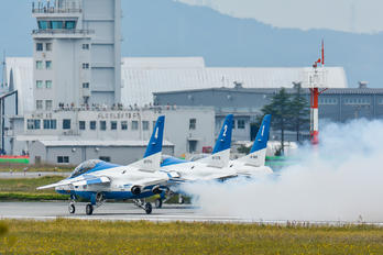 46-5726 - Japan - ASDF: Blue Impulse Kawasaki T-4
