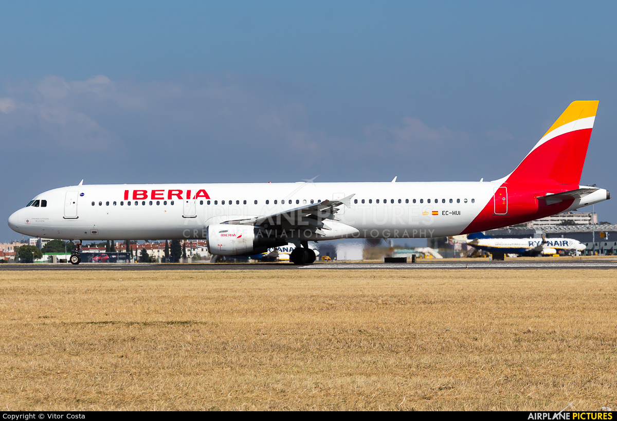 Iberia EC-HUI aircraft at Lisbon