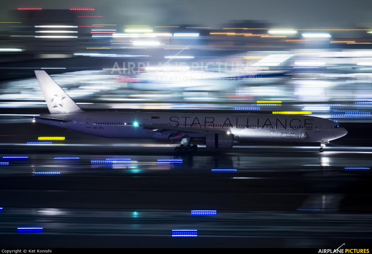 Singapore Airlines 9V-SYL aircraft at Tokyo - Haneda Intl