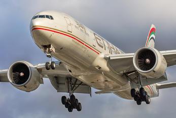 A6-LRA - Etihad Airways Boeing 777-200LR