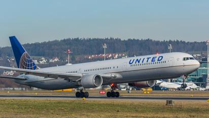 N76062 - United Airlines Boeing 767-400ER