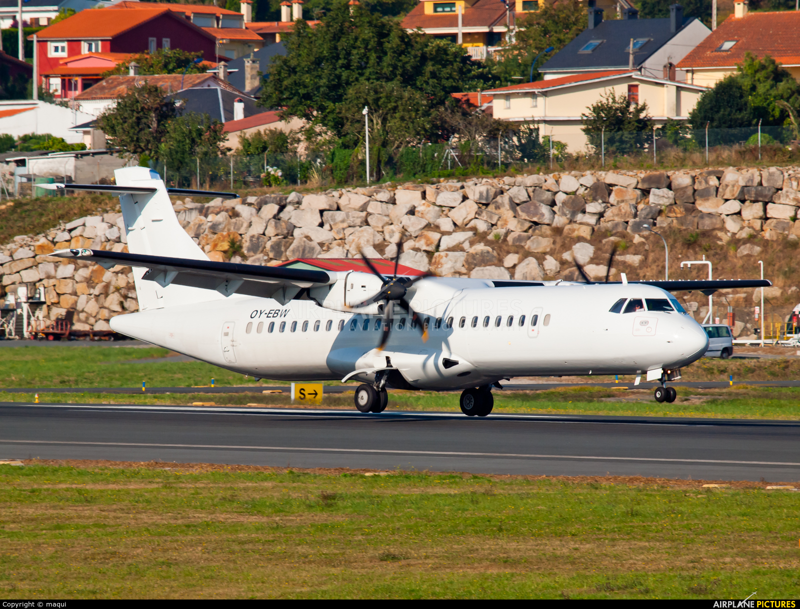 White Airways OY-EBW aircraft at La Coruña