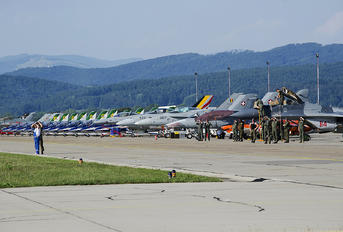 LZSL - - Airport Overview - Airport Overview - Apron