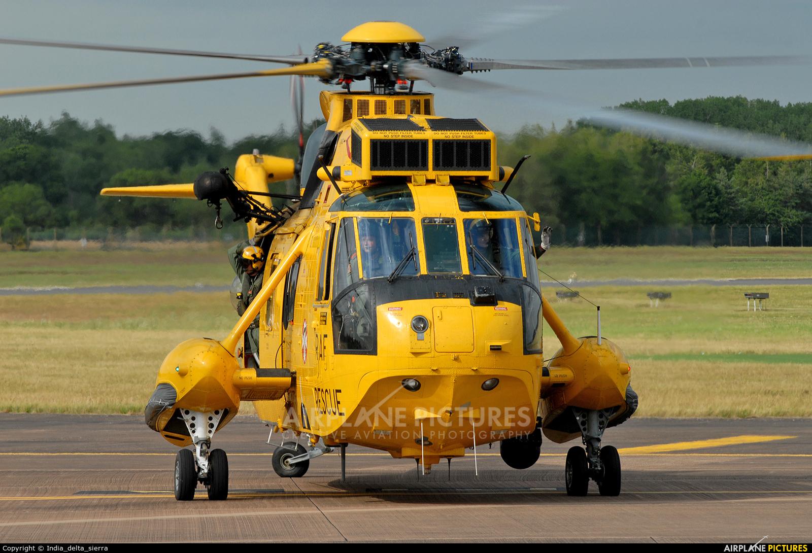 Royal Air Force XZ594 aircraft at Fairford