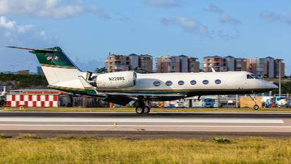 N228RE - Private Gulfstream Aerospace G-IV,  G-IV-SP, G-IV-X, G300, G350, G400, G450
