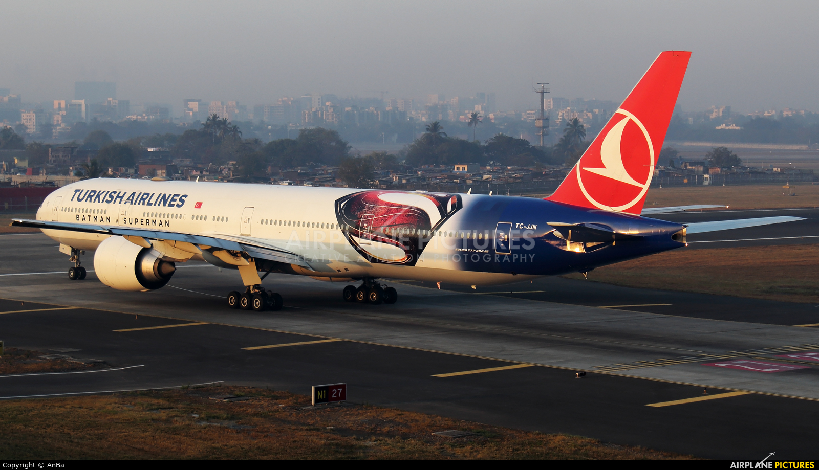 Turkish Airlines TC-JJN aircraft at Mumbai - Chhatrapati Shivaji Intl