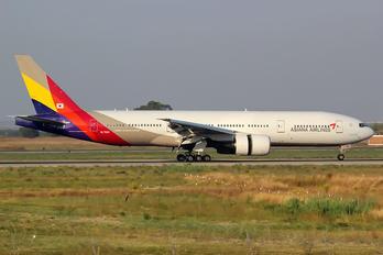 HL7596 - Asiana Airlines Boeing 777-200ER