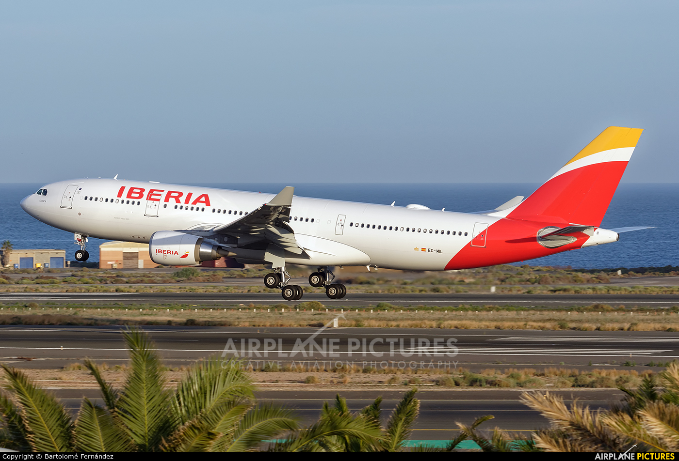 EC-MIL - Iberia Airbus A330-200 at Las Palmas de Gran Canaria | Photo ...: www.airplane-pictures.net/photo/667614/ec-mil-iberia-airbus-a330-200