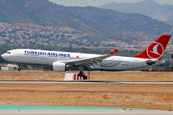 TC-JIY - Turkish Airlines Airbus A330-200
