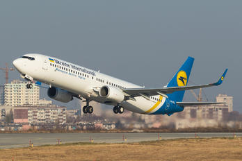 UR-PSL - Ukraine International Airlines Boeing 737-900ER