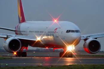 HL7597 - Asiana Airlines Boeing 777-200ER