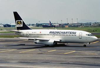 XA-SYT - Magnicharters Boeing 737-200