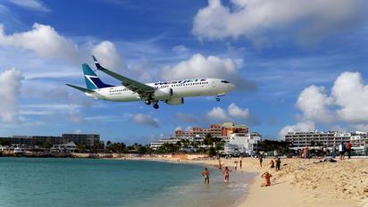 C-FUMF - WestJet Airlines Boeing 737-800