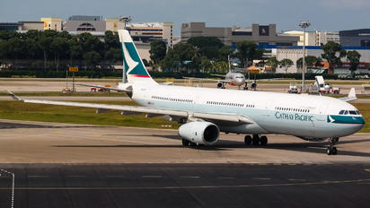 B-LAR - Cathay Pacific Airbus A330-300