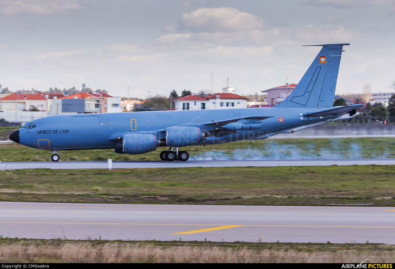 France - Air Force 739 aircraft at Porto