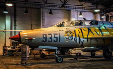 9351 - Poland - Air Force Mikoyan-Gurevich MiG-21UM